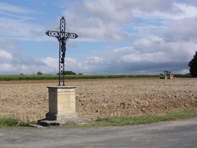 Bayon sur gironde wayside cross symbol, religion.