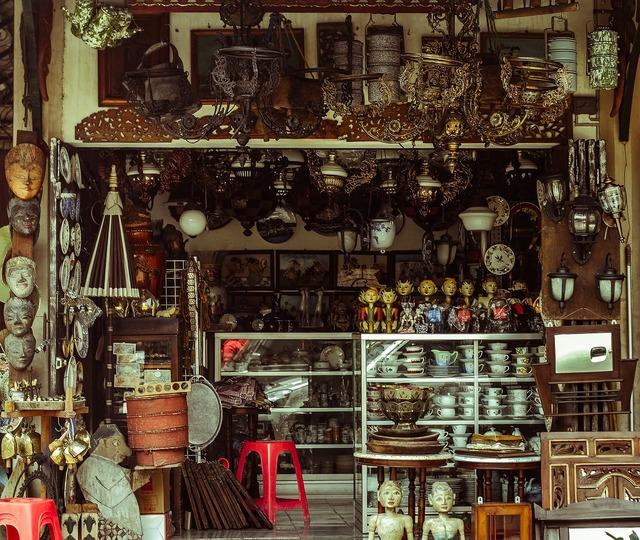 Bazaar corner shop antiques.