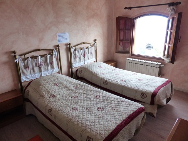 Bed double bed room.