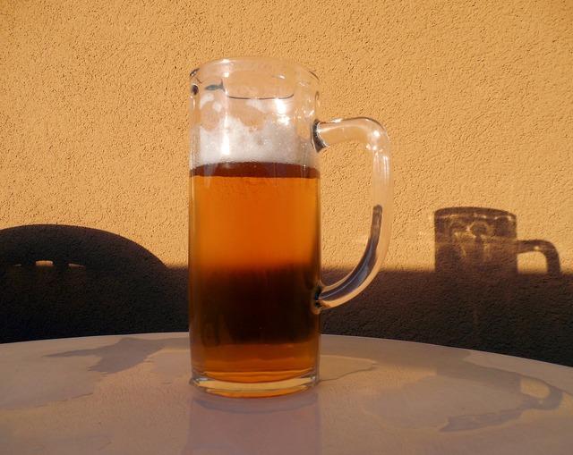 Beer drink refreshment, food drink.