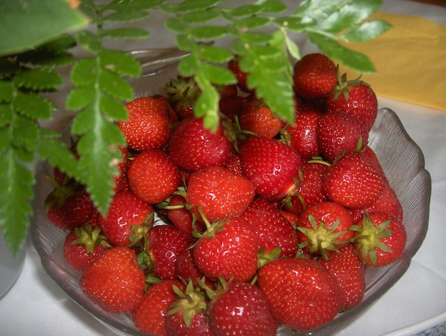 Berries strawberries healthy.