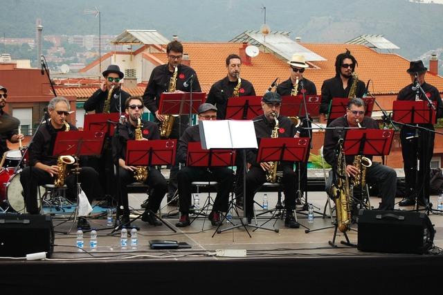 Big band jazz music, music.