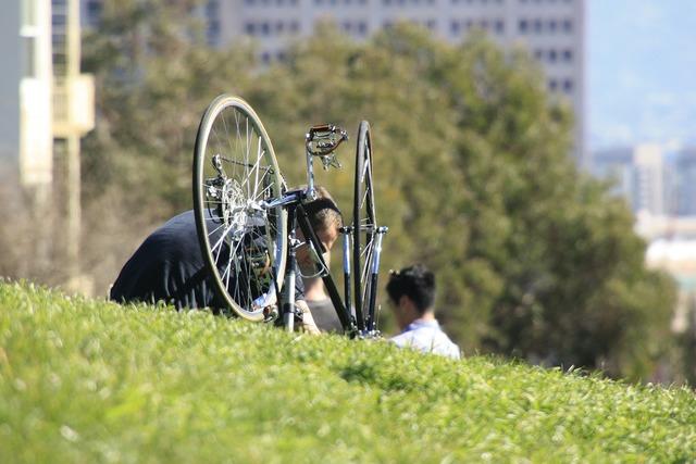 Bike bicycle broken.