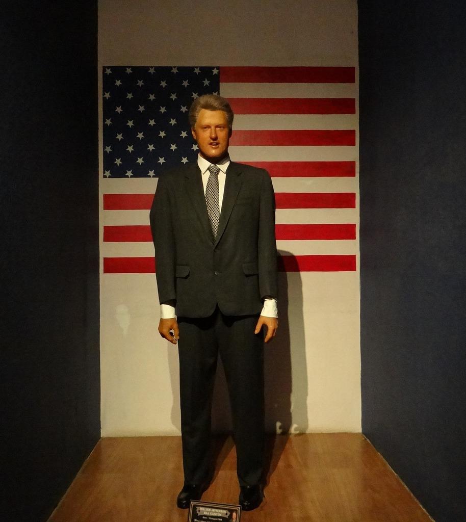 Bill clinton clinton statue.