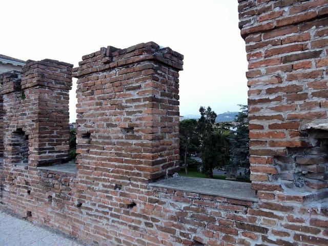 Blackbirds bricks ancient.