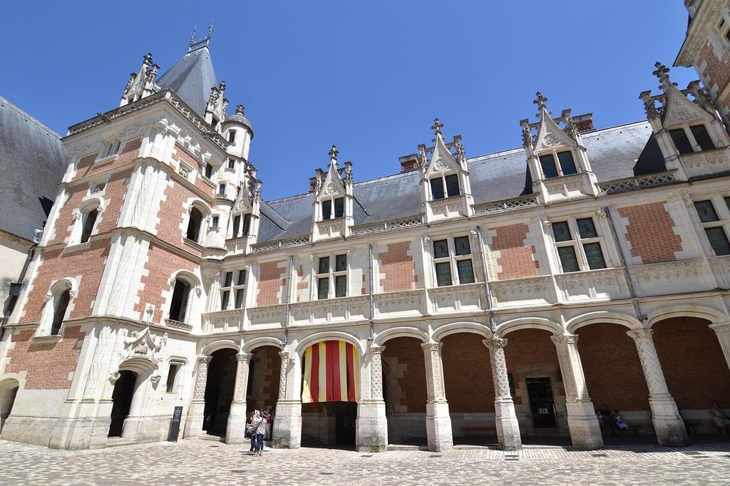 Blois château de blois château de louis xii, architecture buildings.