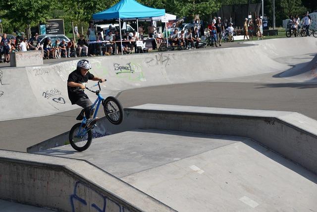Bmx bike drive, sports.