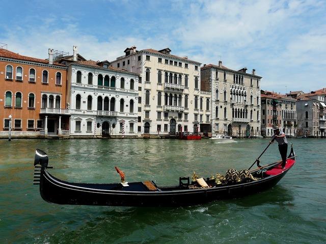 Boat gondola grand-canal, architecture buildings.