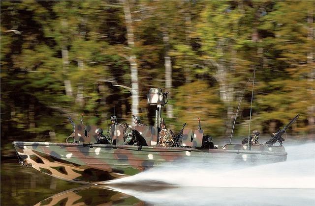 Boat river speeding.