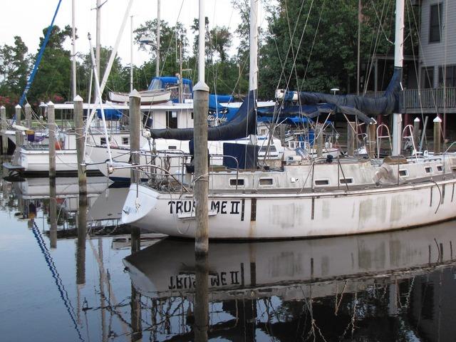 Boats docked sailboats, transportation traffic.