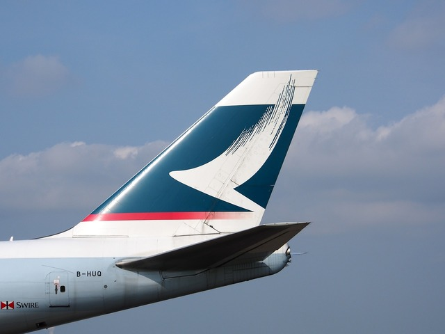 Boeing 747 fin cathay pacific, transportation traffic.