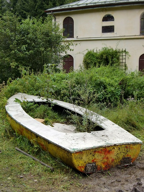 Boot ruin abandoned.