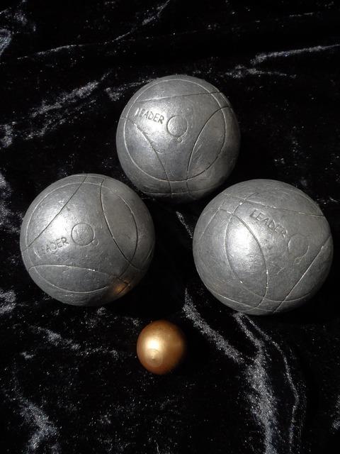 Boule balls boule ball, sports.