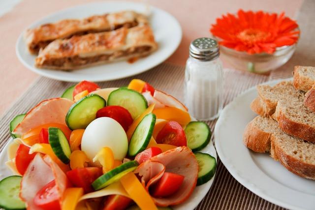 Bread breakfast cucumber, food drink.