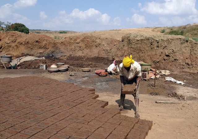 Brick-laying brick-making worker, industry craft.