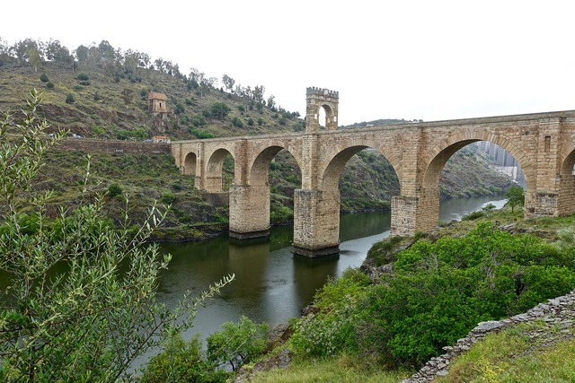 Bridge alcantara roman, places monuments.