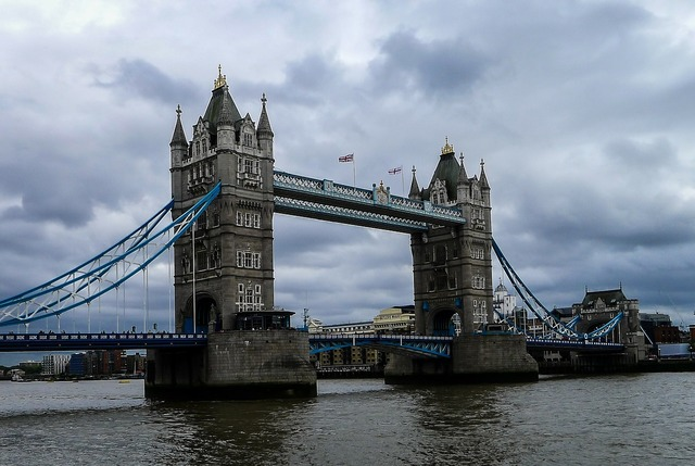 Bridge river london, architecture buildings.