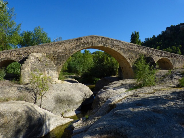 Bridge romanesque medieval.