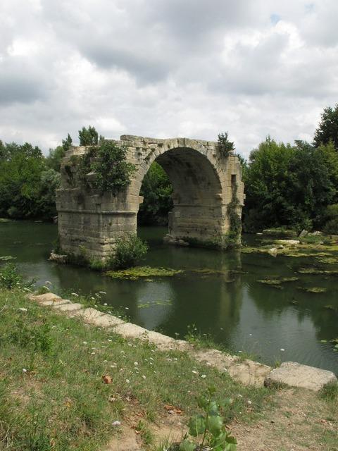Bridge vestige ruin.