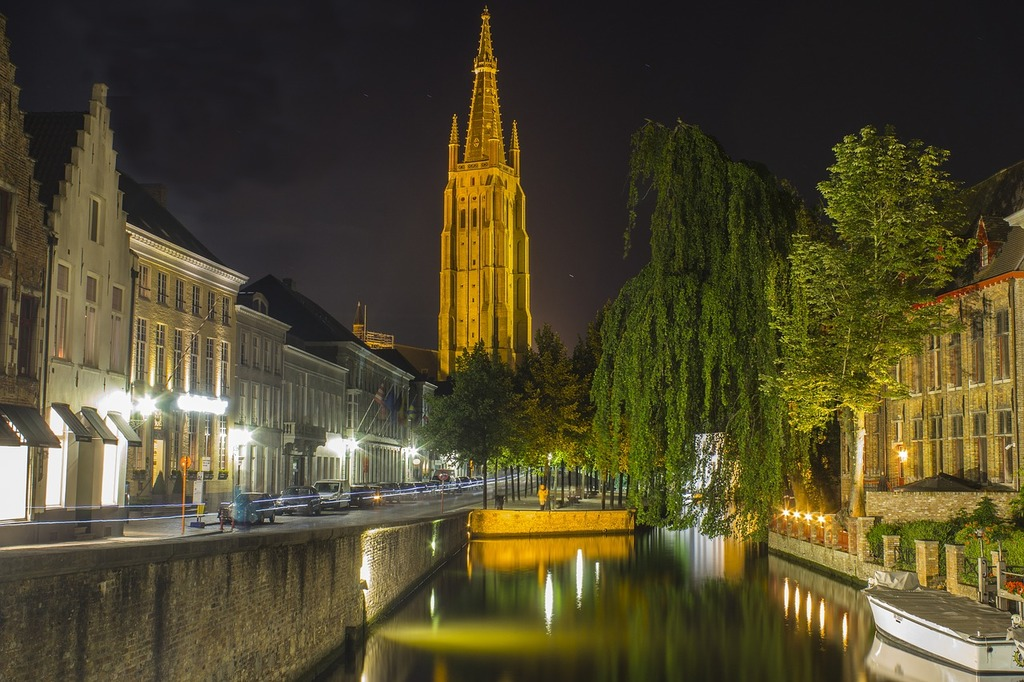 Bruges channels nocturne.