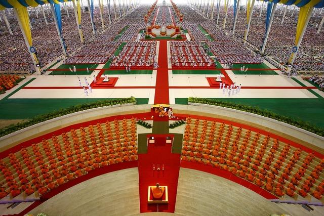 Buddhists meditate thailand, religion.