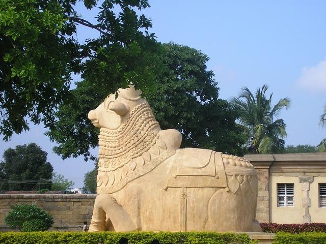 Bull statue nandi, transportation traffic.