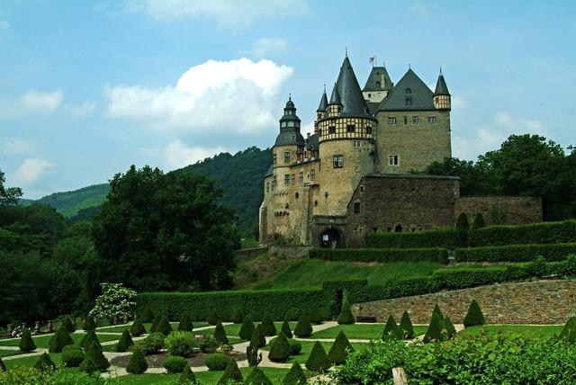 Bürresheim castle eifel vulkaneifel.
