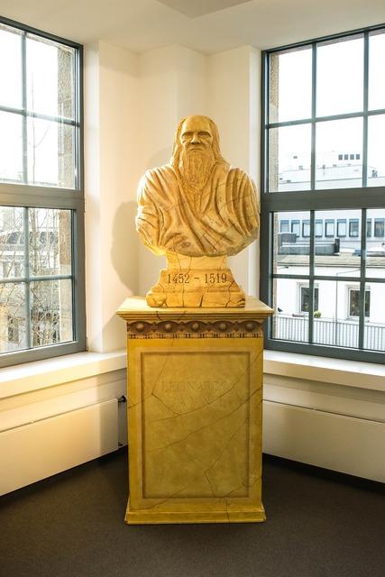 Bust sculpture leonardo da vinci.