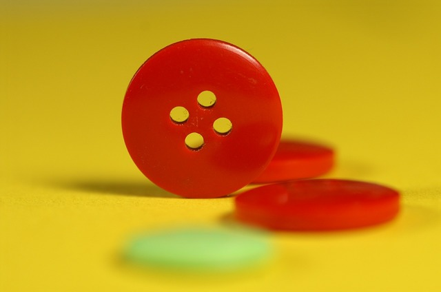 Button red yellow.
