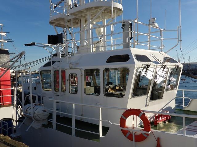 Cabin cockpit boat.