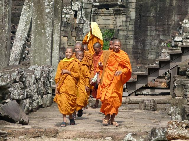 Cambodia angkor wat monks, religion.