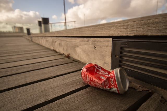 Can garbage cocacola.