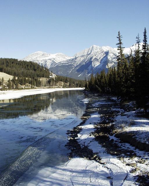 Canadien rockys river winter, nature landscapes.