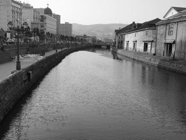 Canal otaru canal black and white.