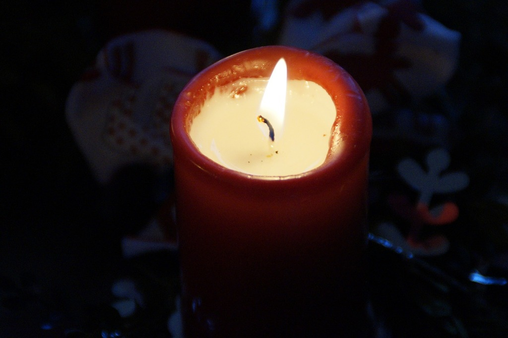 Candle burn advent.