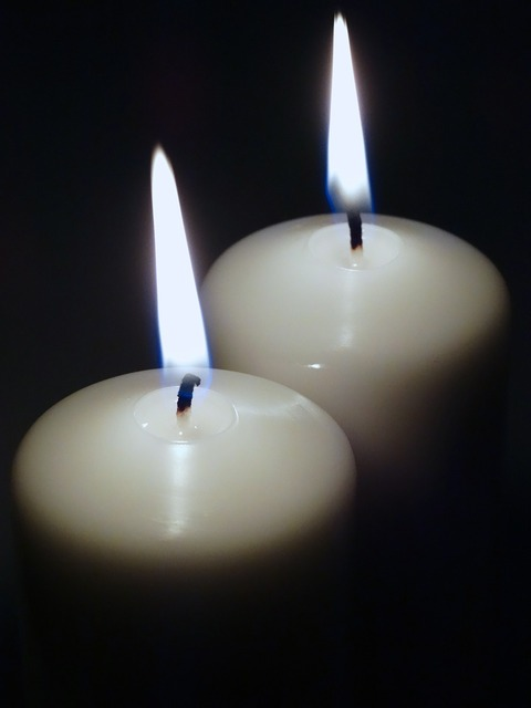 Candles candle lights flame.