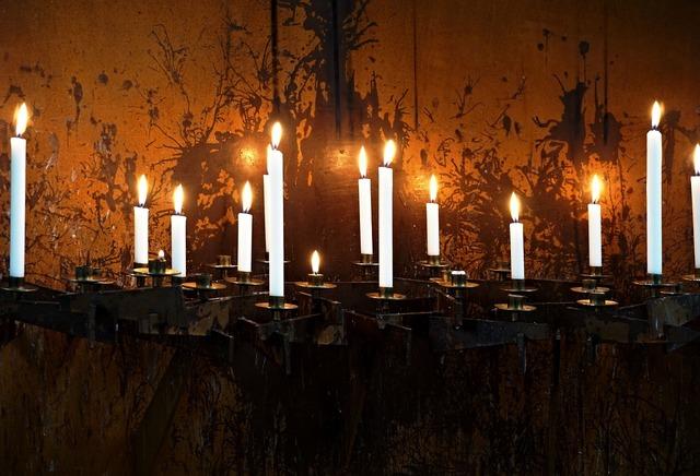 Candles light candlestick.