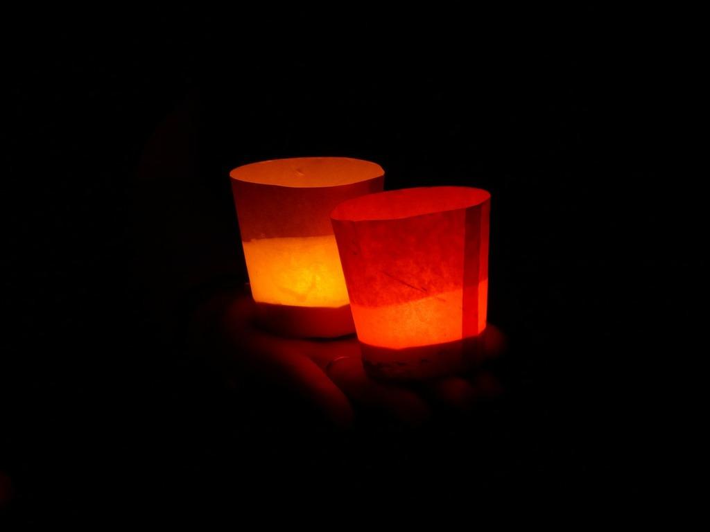 Candles lights serenade lights, emotions.