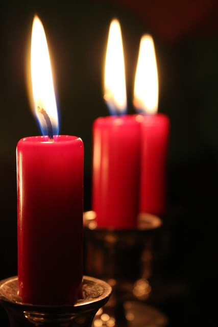 Candles red light.