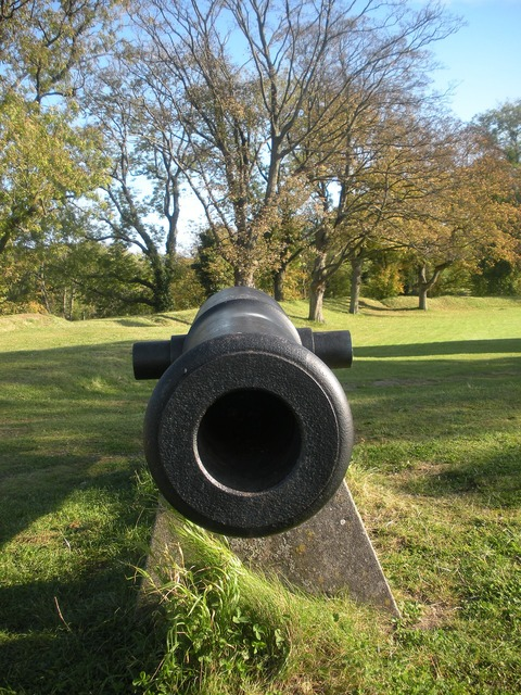 Cannon weapon war, places monuments.