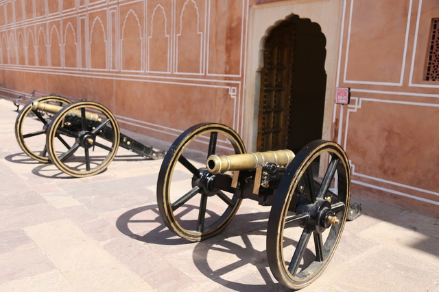 Canons fort warfare, places monuments.