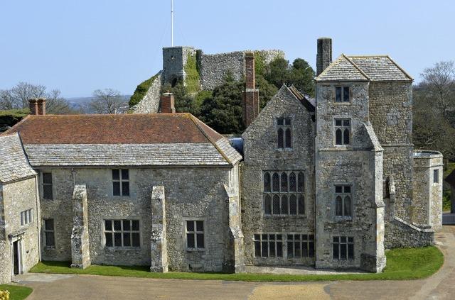 Carisbrook castle old, places monuments.