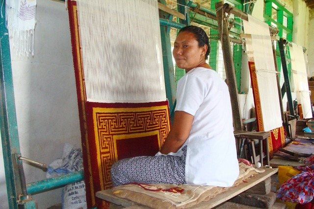 Carpet weaving tibetan lady.