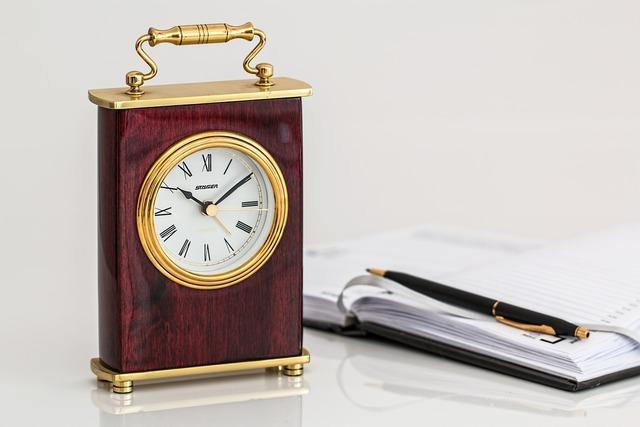 Carriage clock timepiece time.