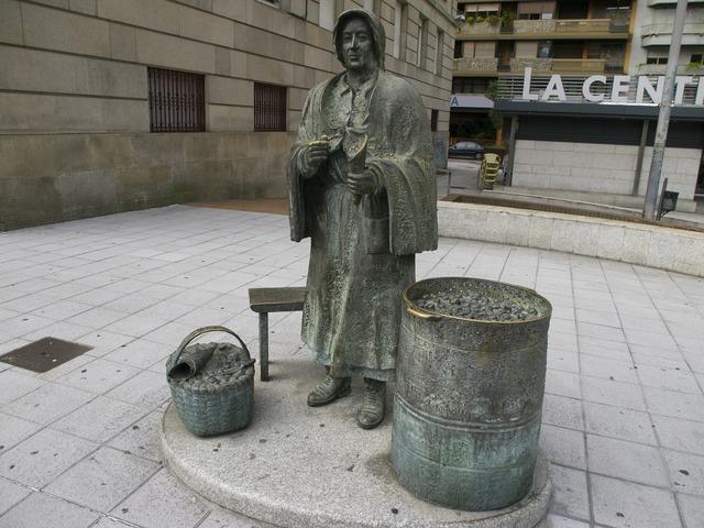 Castiñeira statue women.