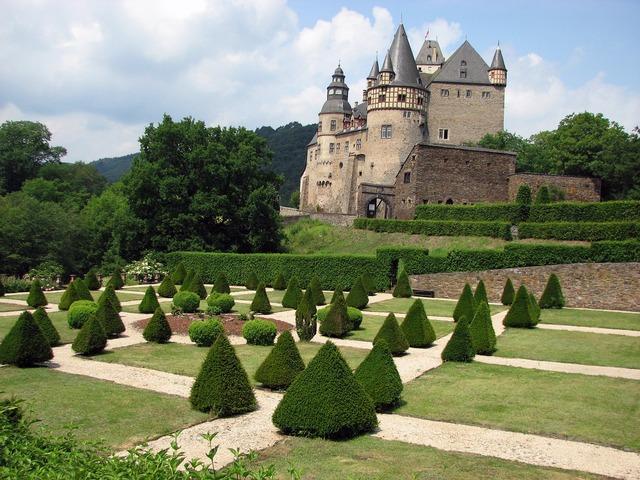 Castle bürresheim garden.