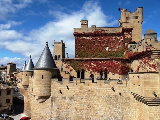 Castle history medieval, places monuments.