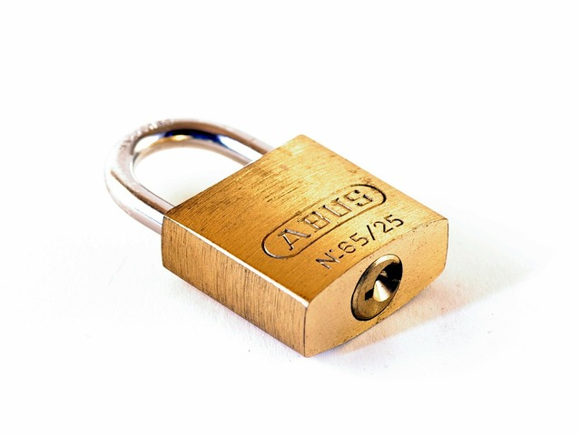 Castle padlock capping.