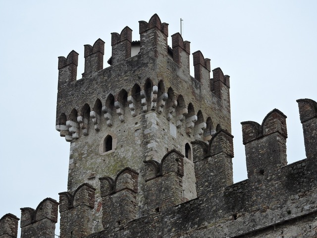 Castle torre sirmione.