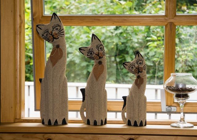 Cat deco figures, animals.
